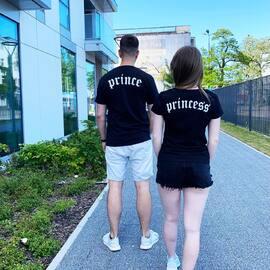 A wy macie już swój zestaw? 🔥⇔ zamów na Akomu.pl  . #koszulki #koszulkidlapar #prince #princess #tiktok #zakochani #kocham #love #para #razemnajlepiej #odzież  #odziezdamska #kochamcie #miłość #polskadziewczyna #polskichlopak #zakupyonline #akomu #serce #streetwear #moda #gdynia #trojmiasto #bff #szukamyambasadorów