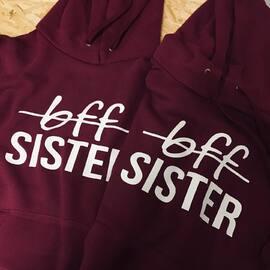 Bluzy dla Ciebie i twojej przyjaciółki! 💖 Zamów na www.akomu.pl  #prezent #bff #sister #sisters #friendshipgoals #siostry #przyjaciółki #girls #bestfriend #dlaprzyjaciółki #polishgirl #bordo #bordowe #akomu #nice