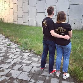 Lubisz złoty? Koszulki ze złotym nadrukiem w cenie 59 złotych za 2szt! 😍😍 Dostępne u nas w sklepie 💝 www.akomu.pl .  #kingqueen #king #queen #koszulkidlapar #walentynki #dlapar #couple #couplegoals #prezentdlaniego #prezentdlaniej #pomyslnaprezent #zakochani #miłość #razem #kochamgo #kochamja #miekkie #koszulkiznadrukiem #zloty #akomu