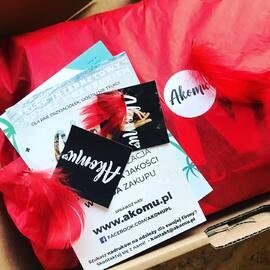 W Akomu wiemy jak spakować twoje zamówienie. 💥 . #bluzydlapar #kingqueen #love #couplegoals #polskamarka #fashion #moda #blogger #hoodie #streetwear #miłość #dlakobiet #polskadziewczyna #polskichlopak #akomu